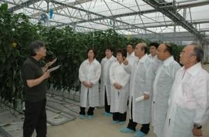竹中万寿夫代表=前県議同県由布市の農業生産法人小林俊三社長ともに視察