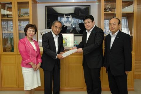 河野成司代表ともに瀬勝貞知事にお会いし要望書をしました