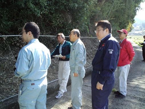 集落全体で取り囲む防護柵と電気柵を張り巡らせてある状況視察しました。
