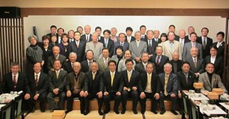 秋野参議院議員を囲み記念撮影をしました